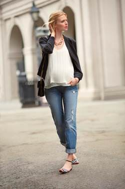 Maternity Outfit with Jeans