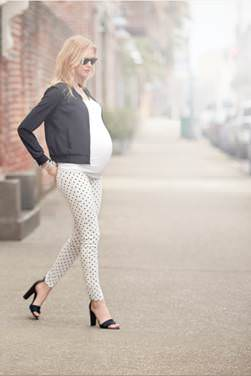Maternity Outfit with Leggings