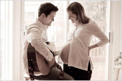 candid maternity photo